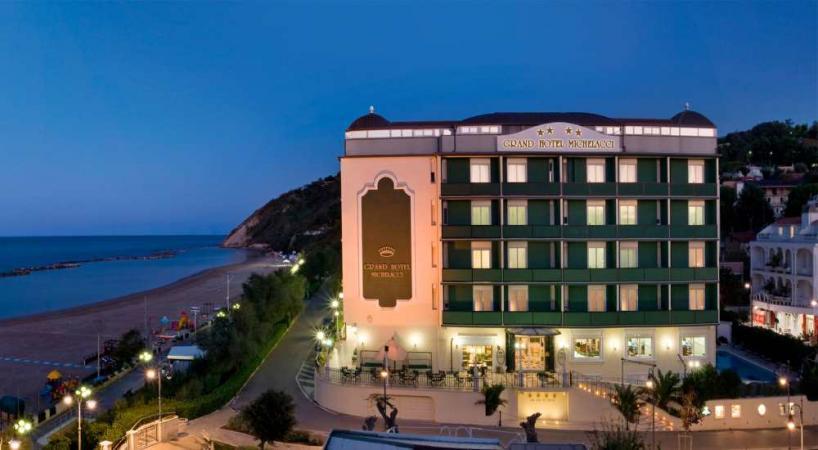 Glatt kosher Pesach resort and spa in Italy